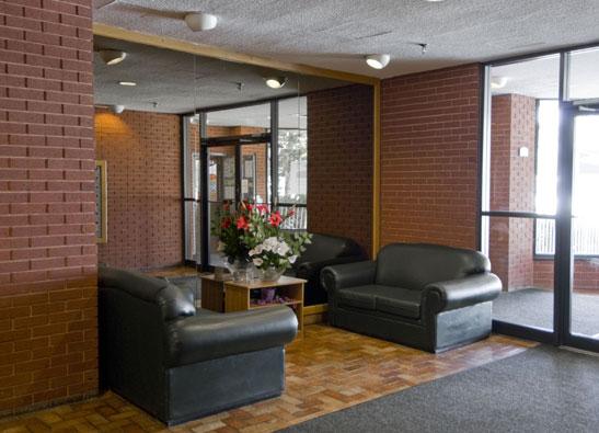 3083-Olivet-St-lobby